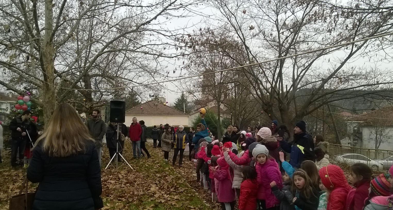 Άναψε το Χριστουγεννιάτικο δέντρο στο Δρέπανο Κοζάνης <font color=#ff0000>(Φωτογραφίες)</font>