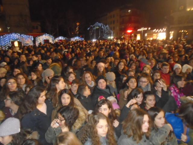 kozan.gr: Φαντασμαγορική, η Χριστουγεννιάτικη γιορτή, με τον Μ. Στρατή και την Ήβη Αδάμου, στην κεντρική πλατεία της Κοζάνης (Bίντεο & Φωτογραφίες)