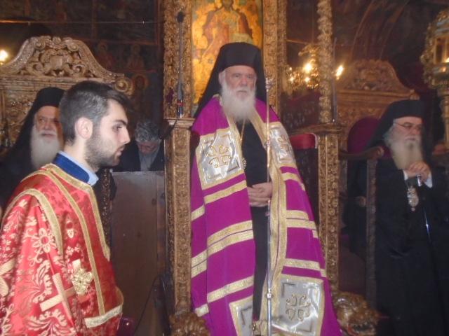 kozan.gr: Στον Ιερό Μητροπολιτικό και Καθεδρικό Ναό Αγίου Νικόλαου ο αρχιεπίσκοπος Ιερώνυμος. Πλήθος κόσμου παραμονή της μεγάλης εορτής (Bίντεο & Φωτογραφίες)