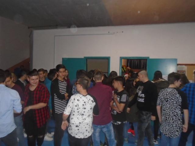 kozan.gr: 4ο Γυμνάσιο Κοζάνης: Τα παιδιά διοργάνωσαν εκδήλωση με σκοπό την οικονομική ενίσχυση μαθητών, προκειμένου να συμμετάσχουν στις εκδρομές του σχολείου (Φωτογραφίες)
