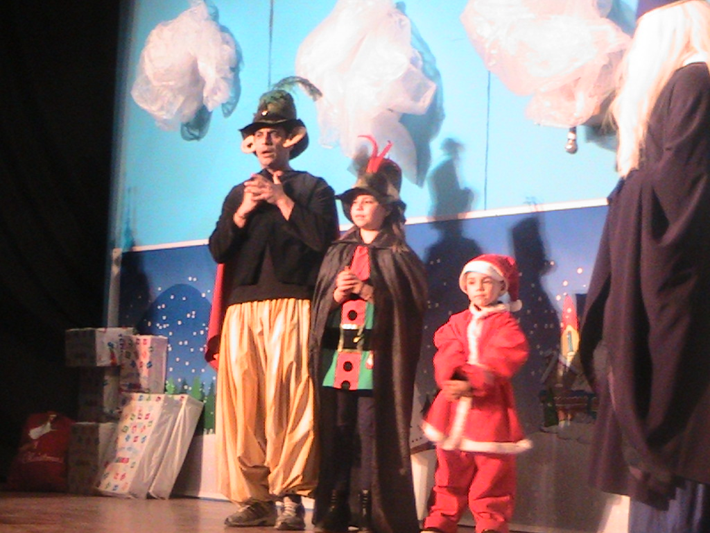 kozan.gr: Πρεμιέρα σήμερα για την παιδική Χριστουγεννιάτικη παράσταση του Μ. Μαρκόπουλου: «Τα ξεχασμένα δώρα των Χριστουγέννων» (Φωτογραφίες & Βίντεο)