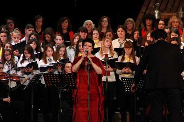 Ευχαριστήρια επιστολή των Μακεδνών για τη συναυλία με τη σοπράνο Σόνια Θεοδωρίδου