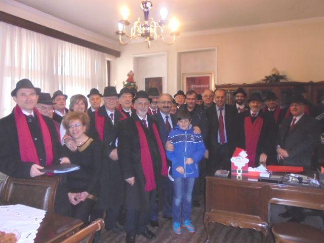 Τα πρωτοχρονιάτικα κάλαντα έψαλλαν στον Δήμαρχο Εορδαίας Σάββα Ζαμανίδη (Φωτογραφίες & Βίντεο)