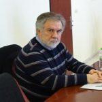"""Βασίλης Κωνσταντοπουλος, στο kozan.gr, για την παρουσία του δημάρχου Σερβίων – Βελβεντού, Α. Κοσματόπουλου στο τρισάγιο υπουργού της χούντας, χθες Κυριακή 3/6, στην Γαλατινή: """"Εάν έχει έστω και ίχνος ευθιξίας θα πρέπει να ζητήσει άμεσα συγνώμη από τους πολίτες του δήμου μας και ταυτόχρονα να παραιτηθεί"""""""