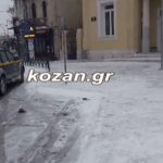 kozan.gr: Ώρα 08:30 π.μ.: Ασθενής χιονόπτωση, με -11, στην Κοζάνη – Βίντεο από το κέντρο της πόλης