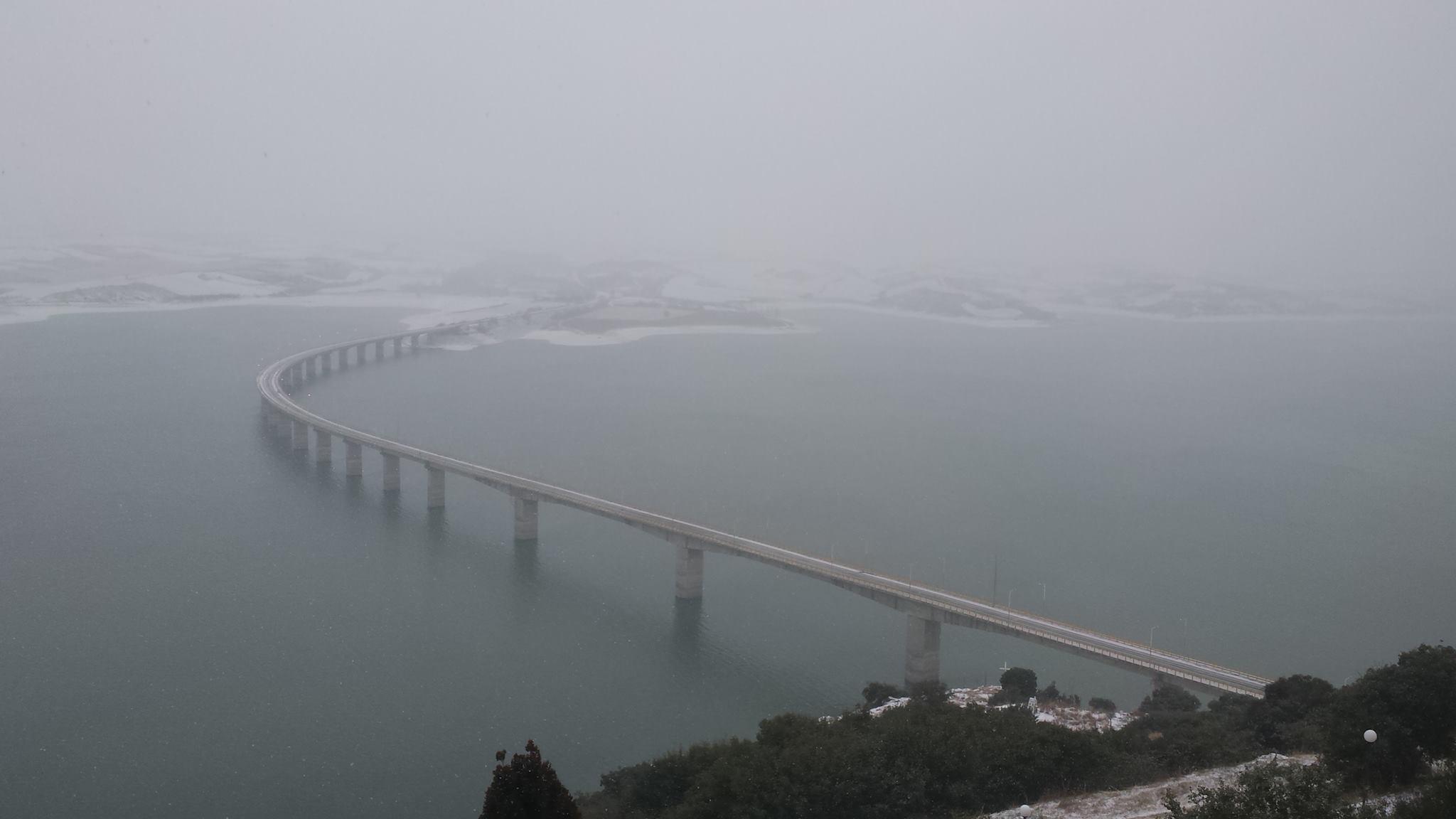 Σημερινή (7/1) φωτογραφία από την παγωμένη γέφυρα των Σερβίων