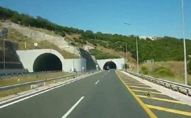 Διόδια Πολυμύλου: Τροχαίο ατύχημα στην Εγνατία οδό, μετά τη σήραγγα 6