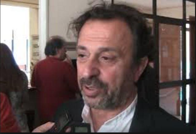 "O Θέμης Μουμουλίδης διευκρινίζει, στο kozan.gr, με αφορμή την ερώτησή του στη βουλή σχετικά με την αύξηση του ΦΠΑ στις συναυλίες: ""Δεν υπάρχει  δυσφορία για την ασκούμενη κυβερνητική πολιτική – Πρόκειται για την αυτονόητη άσκηση κοινοβουλευτικού ελέγχου"""