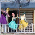 kozan.gr: Υπέροχες φωτογραφίες του Σάκη Αναστασόπουλου, από διάφορα σημεία της Κοζάνης, με τους πρωταγωνιστές της παράστασης του ΔΗΠΕΘΕ Κοζάνης, «Περπατώ εις το δάσος»