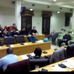kozan.gr: Ο Γενικός Διευθυντής της ΔΕΥΑ Κοζάνης εξηγεί γιατί ο ιδιοκτήτης ενός ακινήτου καλείται να πληρώσει ακόμη και τις ανεξόφλητες οφειλές του ενοικιαστή: «Δεν κάνουμε ξεχωριστό συμβόλαιο με τον ενοικιαστή» – Tι προσπάθειες καταβάλει η ΔΕΥΑΚ ώστε ο ιδιοκτήτης να ενημερώνεται ανά τακτά χρονικά διαστήματα για τυχόν οφειλές (Βίντεο)