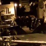 Kozan.gr: Η στιγμή της μεταφοράς του δράστη, με αυτοκίνητο της Ασφάλειας, προς το Αστυνομικό Μέγαρο Κοζάνης (Βίντεο)