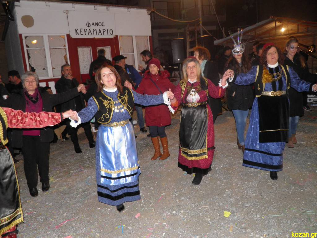 kozan.gr: Το γλέντι του φανού «Κεραμαριό» (Φωτογραφίες & Βίντεο)