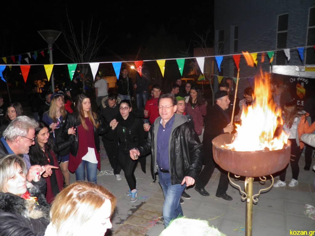 kozan.gr: Αποκριάτικο κλίμα στο ΤΕΙ Δυτικής Μακεδονίας. Άναψαν φανό μαθητές και καθηγητές και χόρεψαν «το έντεκα» και τα «Περιστέρια» (Βίντεο & 32 Φωτογραφίες)