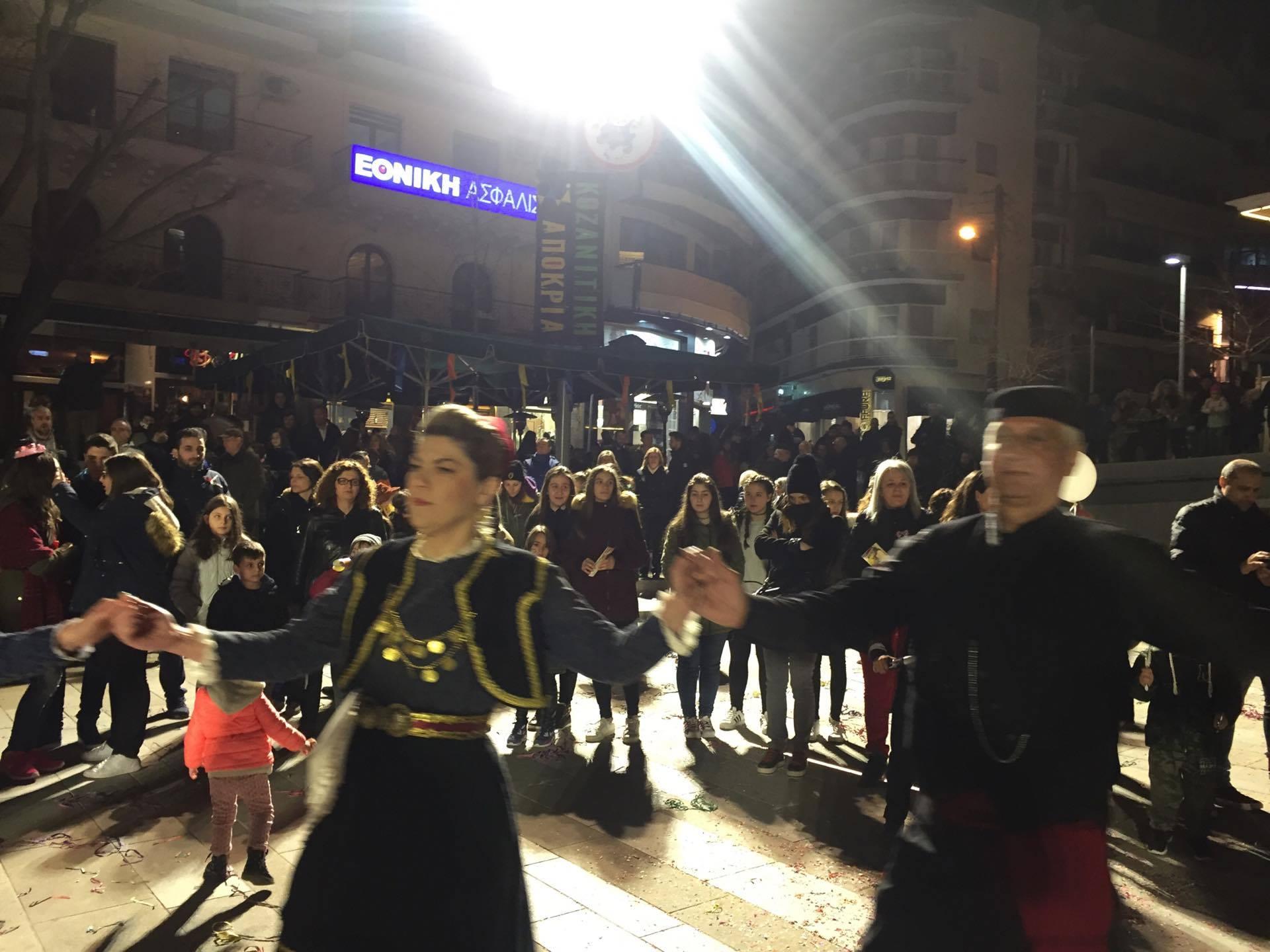kozan.gr: Η παρουσίαση του Φανού Κρεβατάκια στην κεντρική πλατεία της Κοζάνης (Βίντεο & Φωτογραφίες)