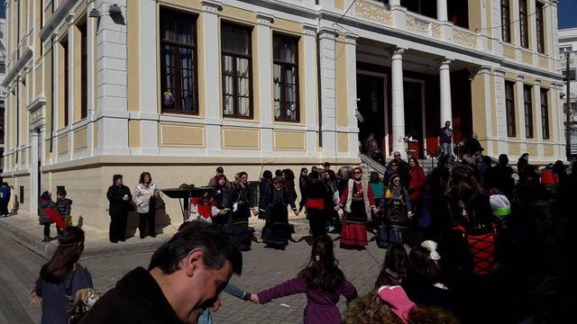 "H Τσικνοπέμπτη όπως εορτάστηκε στο δημοτικό σχολείο Κοζάνης ΄΄Χαρίσιος Μούκας"""