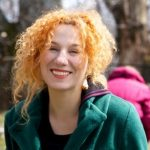 Η Στέλλα Μιχαηλίδου, στην Αίθουσα Τέχνης Κοζάνης, για το  «Περπατώ εις το δάσος» του ΔΗ.ΠΕ.ΘΕ. Κοζάνης