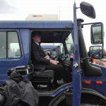 kozan.gr: Aναχώρησε για το Παρατηρητήριο Νοτίου Πεδίου της ΔΕΗ, o υπουργός Ενέργειας και Περιβάλλοντος, Γιώργος Σταθάκης, αφού, φωτογραφήθηκε πάνω σε όχημα Unimog της ΔΕΗ (Βίντεο)