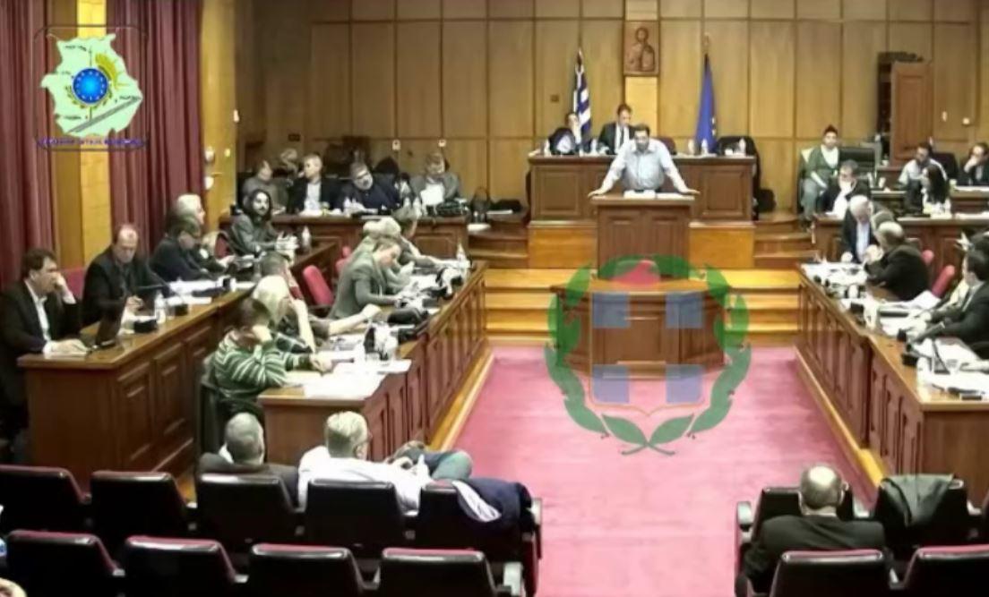 kozan.gr: Παρέμβαση στο περιφερειακό συμβούλιο, από τον Πρόεδρο της Ένωσης Πυροσβεστικών Υπαλλήλων Δ. Μακεδονίας, για τη μετακίνηση πυροσβεστών από την Περιφέρειά μας σε αεροδρόμια της fraport – Τι του απάντησε ο Περιφερειάρχης και πού θα δημιουργηθεί,  ΕΜΑΚ, στην Κοζάνη; (Βίντεο)