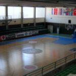 kozan.gr: Ακατάλληλο, ΕΠΙΣΗΜΩΣ, για τη διεξαγωγή προπονήσεων κι αγώνων καλαθοσφαίρισης ερασιτεχνικών κατηγοριών (basketball), πετοσφαίρισης (volleyball) και χειροσφαίρισης (handball) το Κλειστό Γυμναστήριο στο ΔΑΚ Κοζάνης – Αδικαιολόγητες ελλείψεις για την ασφάλεια θεατών κι αθλητών, που σοκάρουν –  Παραμένει χωρίς άδεια λειτουργίας (Αποκλειστικό)