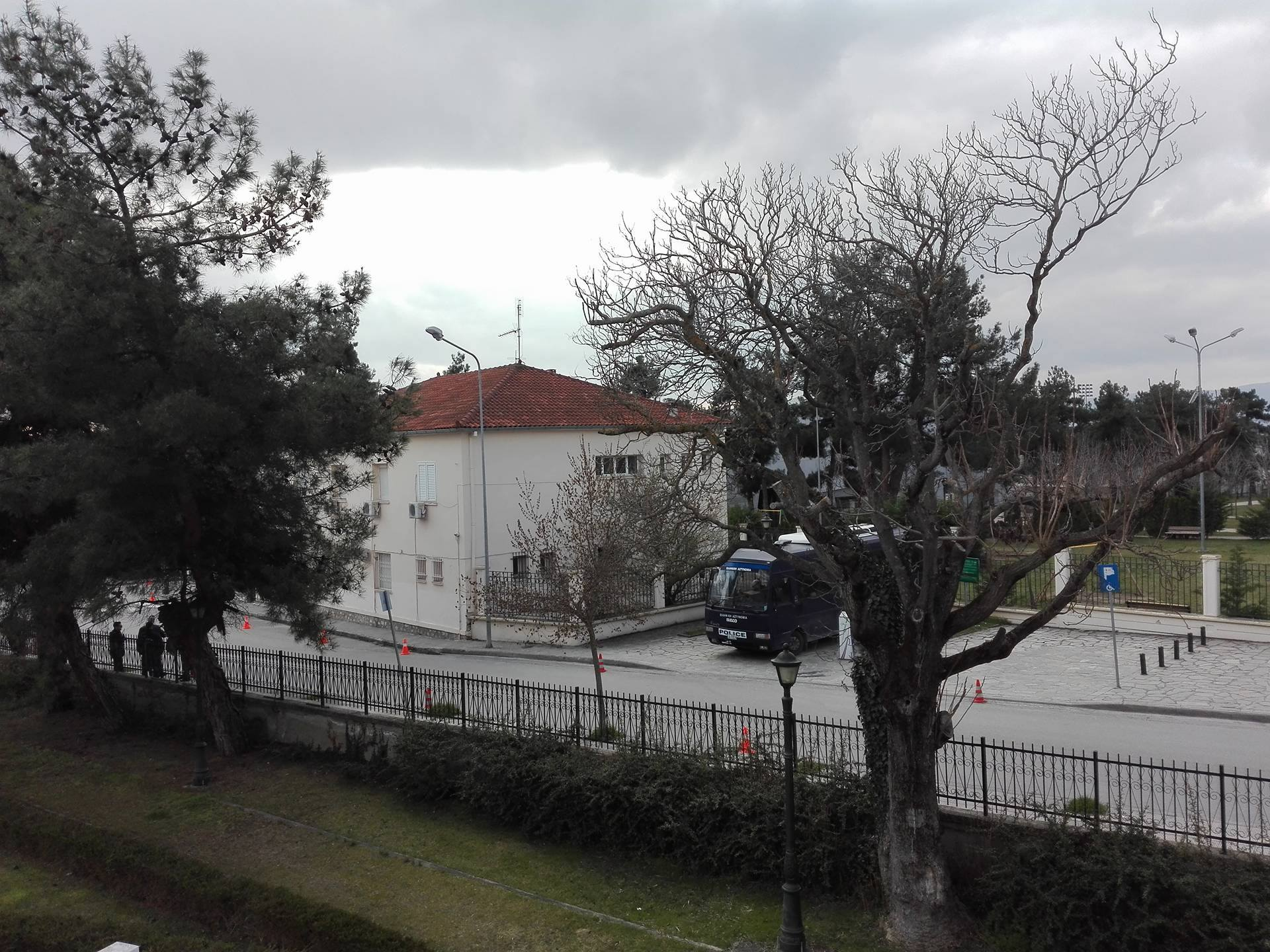 kozan.gr: Ισχυρή αστυνομική δύναμη, αυτή την ώρα, στην Στρατολογία Κοζάνης (Φωτογραφίες)