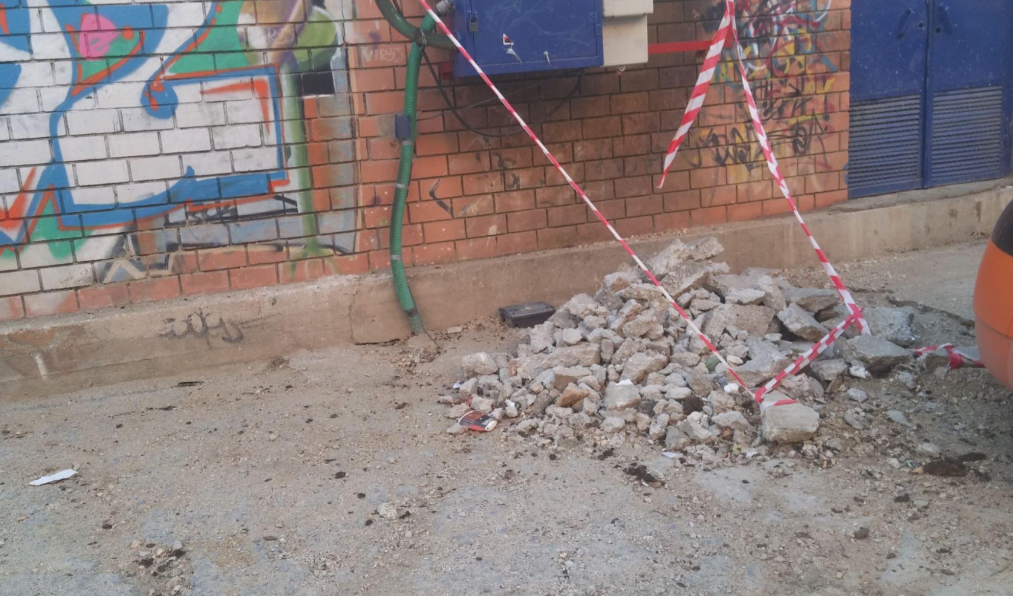 Επιστολή αναγνώστη στο kozan.gr:  Πτολεμαίδα: Άφησαν τα μπάζα εκεί με μια κορδέλα (Φωτογραφία)