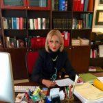 kozan.gr: E. Παναγιωτίδου, περιφερειακή σύμβουλος: «Ντροπή σε όποιον αιρετό της αυτοδιοίκησης βρέθηκε στην υπογραφή εκπροσωπώντας τον εαυτό του και μόνο. Ντρέπομαι που κάθομαι στα ίδια έδρανα μαζί σας. Εθνικοί προδότες της καρέκλας!»