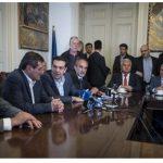 Με τους δημάρχους της Αχαΐας συναντήθηκε ο Αλ. Τσίπρας: «Η ενέργεια και το νερό θα μείνουν υπό δημόσιο έλεγχο»