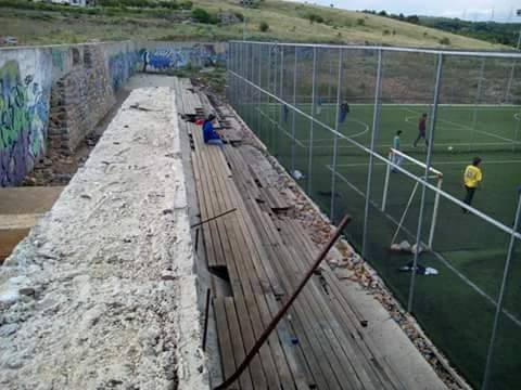 Σχόλιο αναγνώστη στο kozan.gr:  Σε μαύρο χάλι η παιδική χαρά και οι κερκίδες στο γήπεδο της ΖΕΠ στην Κοζάνη (Φωτογραφίες)