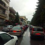 kozan.gr: Ουρά αυτοκινήτων έφερε η λειτουργία των φωτεινών σηματοδοτών στη διασταύρωση των οδών Μοναστηρίου και οδό Μαμάτσειου (νοσοκομείο)