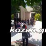 kozan.gr: Αντιδράσεις για την παρουσία των ΜΑΤ στο συνέδριο της ΓΕΝΟΠ/ΔΕΗ στην Πτολεμαίδα – Διαμαρτυρίες από τους συνέδρους, που φώναζαν, ότι πρώτη φορά στα χρονικά συμβαίνει κάτι τέτοιο (Βίντεο)