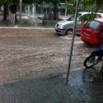 kozan.gr: Ώρα 15:40: «Ποτάμι» η οδός Παύλου Μελά στην Κοζάνη, μετά τη μεσημεριανή νεροποντή (Βίντεο & Φωτογραφίες)