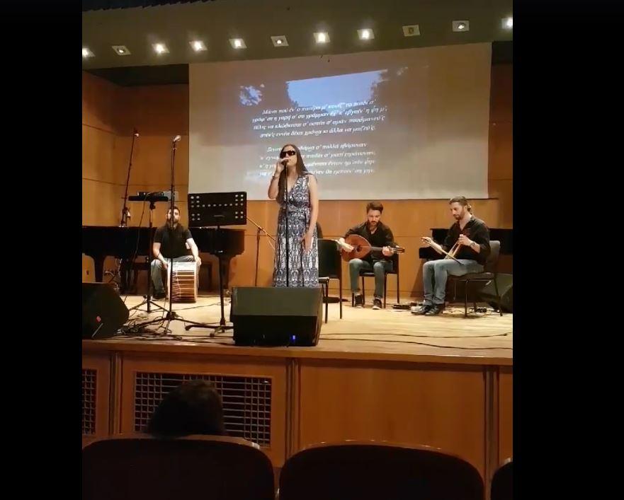 kozan.gr: H συμπολίτισσα μας Αναστασία Κεχαγιά ερμηνεύει το τραγούδι «Ξενιτείαν το φαρμάκι σ