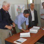 kozan.gr: «Έπεσαν» οι υπογραφές για την παραχώρηση του χώρου του Σιδηροδρομικού Σταθμού στο Δήμο Κοζάνης (Φωτογραφίες & Βίντεο)