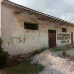 Ένα κτήριο – αποθήκη στο κέντρο του χωριού – Μια ασχήμια που πρέπει να εκλείψει με την κατεδάφισή του – ΔΗΜΟΣΙΑ ΕΠΙΣΤΟΛΗ: Αποδέκτης: Λευτέρης Ιωαννίδης, Δήμαρχος Κοζάνης