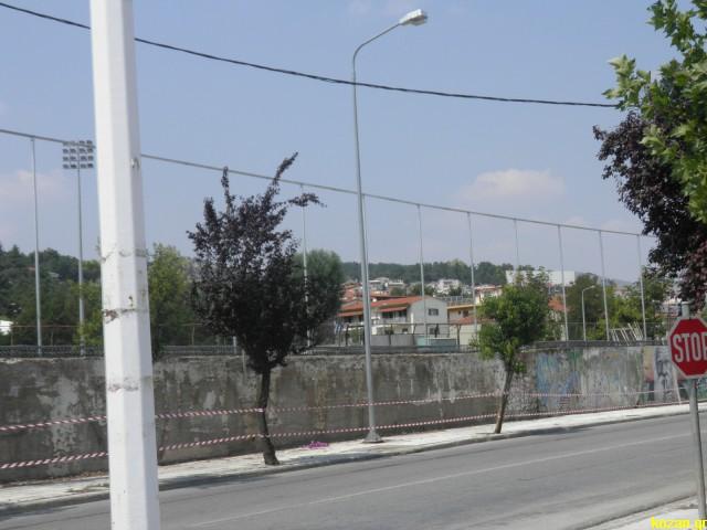 kozan.gr: Με την περίφραξη από την πλευρά της οδού Α. Παπανδρέου συνεχίζεται το έργο: «Συντήρηση αθλητικών εγκαταστάσεων του Δήμου Κοζάνης» (Φωτογραφίες)
