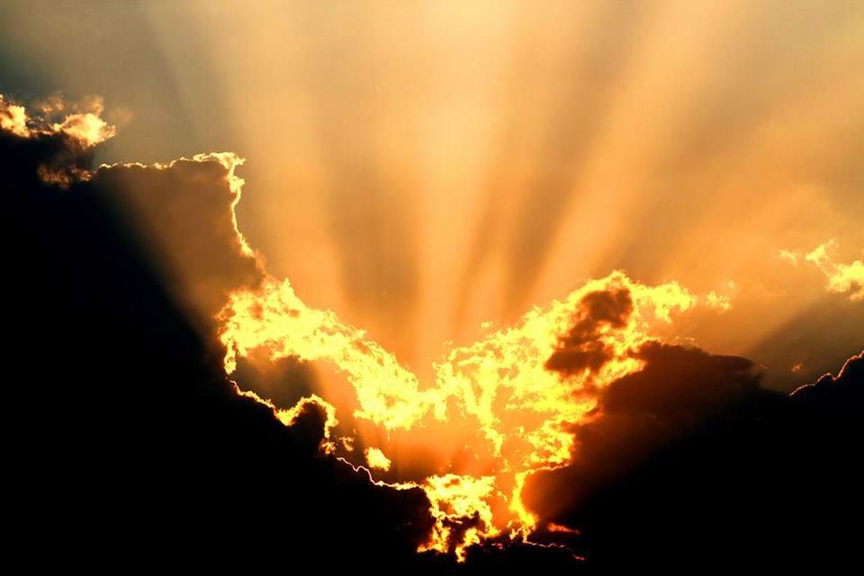 kozan.gr: «Φλεγόμενα» σύννεφα – Φωτογραφίες λήψης από την Κορυφή Βοΐου