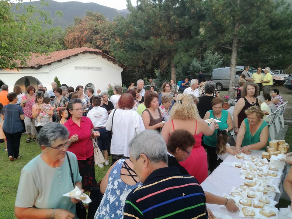 kozan.gr: Aρκετός κόσμος στον εσπερινό στο εξωκλήσι Μεταμόρφωσης του Σωτήρος στο Βελβεντό (Φωτογραφίες)