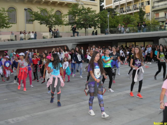 kozan.gr: Κεντρική Πλατεία Κοζάνης: Με χορευτικά και μουσικά δρώμενα ολοκληρώθηκε η «Εβδομάδα κινητικότητας» (Φωτογραφίες & Βίντεο)