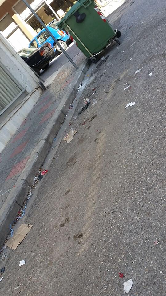 kozan.gr: Καταγγελία αναγνώστριας στο kozan.gr: Koζάνη: Οδός Ε. Γιάνναρη, έξω από Ταχυδρομείο – Καθημερινά ένας σκουπιδότοπος (Φωτογραφία)