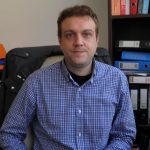 kozan.gr: Εκλογές ΕΒΕ Κοζάνης: Κέρδισε την ένσταση και μία έδρα, από το συνδυασμό του Νίκου Σαρρή, ο συνδυασμός του Βασίλη Μόσχου – Η νέα κατανομή των εδρών στα τμήματα έφερε νέες καραμπόλες – Εκλέγεται στο Δ.Σ. ο Κοσμάς Καλεντηριάδης στη θέση του Μ. Δεληκώστα και ο Γεώργιος Μπούρτσος αντί του Σωτήρη Παπά