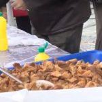 500 κιλά τσιγαρίδες και 250 κιλά τηγανιά προσφέρθηκαν στη φετινή 'γουρουνοχαρά' στη Βλάστη Εορδαίας (Βίντεο)
