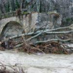 Έπεσε στη διάρκεια της νύχτας το παλιό περίφημο γεφύρι της Ποριάς  στην Καστοριά (Bίντεο & Φωτογραφίες)