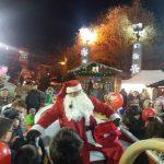 kozan.gr: Κεντρική Πλατεία Πτολεμαΐδας: Ο Αι- Βασίλης ήρθε και πρόσφερε δώρα σε όλα τα παιδιά (Φωτογραφίες & Βίντεο)