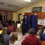 H Φρικαντέλα, η Μάγισσα που μισούσε τα κάλαντα, «ταξιδεύει» όλη την περίοδο των Χριστουγέννων στις Τοπικές Κοινότητες του Δήμου Κοζάνης (Φωτογραφίες)