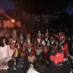 kozan.gr: Γέμισε κόσμο ο Τετράλοφος Κοζάνης – Εντυπωσιακοί, γι' ακόμη μια χρονιά, οι Μωμόγεροι του χωριού (Βίντεο)
