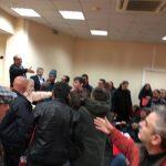 kozan.gr: Χαμός και πάλι στις εργασίες του Εκλογοαπολογιστικού Συνεδρίου του Εργατικού Κέντρου Κοζάνης – Πήγαν να «πιαστούν» στα χέρια – Του «συνέδρου» η μάχη (Δείτε  πλάνα στο kozan.gr από την αρχή των έντονων αντιπαραθέσεων)