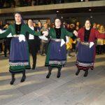 kozan.gr: Kεντρική πλατεία Κοζάνης: Η παρουσίαση των χορευτικών τμημάτων  Καμβουνίων, το βράδυ της Τσικνοπέμπτης (Φωτογραφίες και Βίντεο)