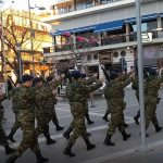 kozan.gr: Με το «Μακεδονία ξακουστή», η είσοδος κι η έξοδος του αγήματος της σημαίας, στην κεντρική πλατεία της Κοζάνης, το απόγευμα της Κυριακής 4/2 (Βίντεο)