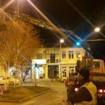 kozan.gr: Βραδινή «εξόρμηση» συνεργείων του δήμου Κοζάνης για το στολισμό της πόλης ενόψει Αποκριάς (Φωτογραφίες)