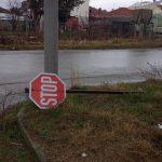 Πτολεμαΐδα: Σχόλιο αναγνώστη στο kozan.gr για πεσμένη πινακίδα Stop (Φωτογραφία)
